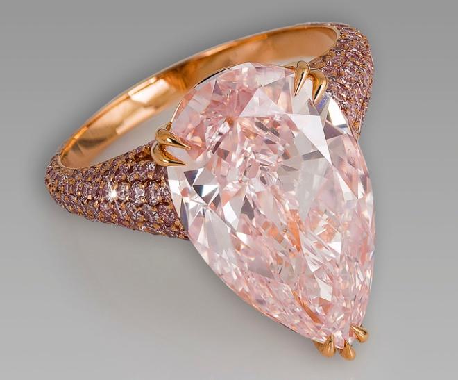 Różowe diamenty: rzadkie i niezwykle drogie kamienie szlachetne