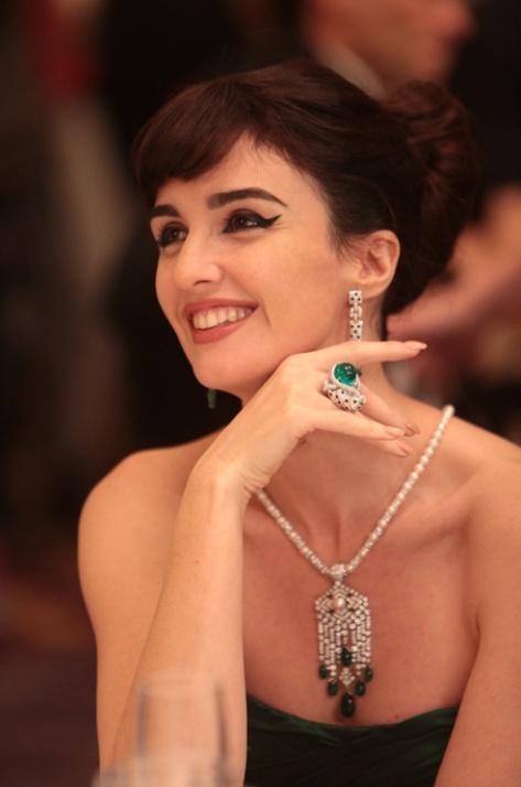 Paz Vega jako Maria Callas w szmaragdowym komplecie Cartier w filmie Grace księżna Monako. Źródło: Warner Bros.